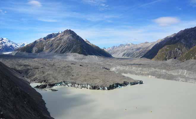 C'est le réchauffement climatique qui est à l'origine du lac glaciaire. La hausse des températures fait fondre le glacier un peu plus chaque année.