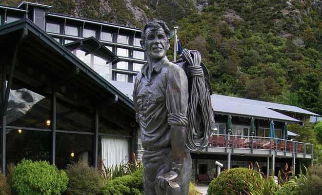Les férus d'alpinisme auront reconnu la statue de Sir Edmund Hillary qui trône devant le musée de l'Hermitage et regarde en direction du Mt Aoraki/Cook.