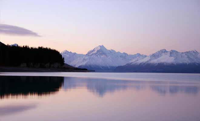Si vous quittez Twizel au petit matin, n'oubliez pas de vous arrêter pour prendre le lac Pukaki en photo.