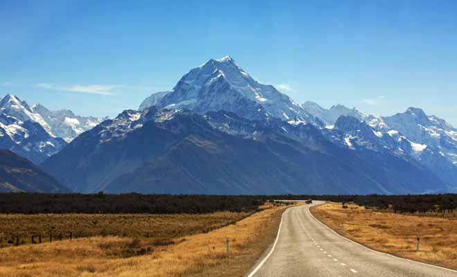 Même si vous êtes pressé par le temps, essayez de suivre la route qui mène au mont Cook. Le paysage mérite amplement le détour.