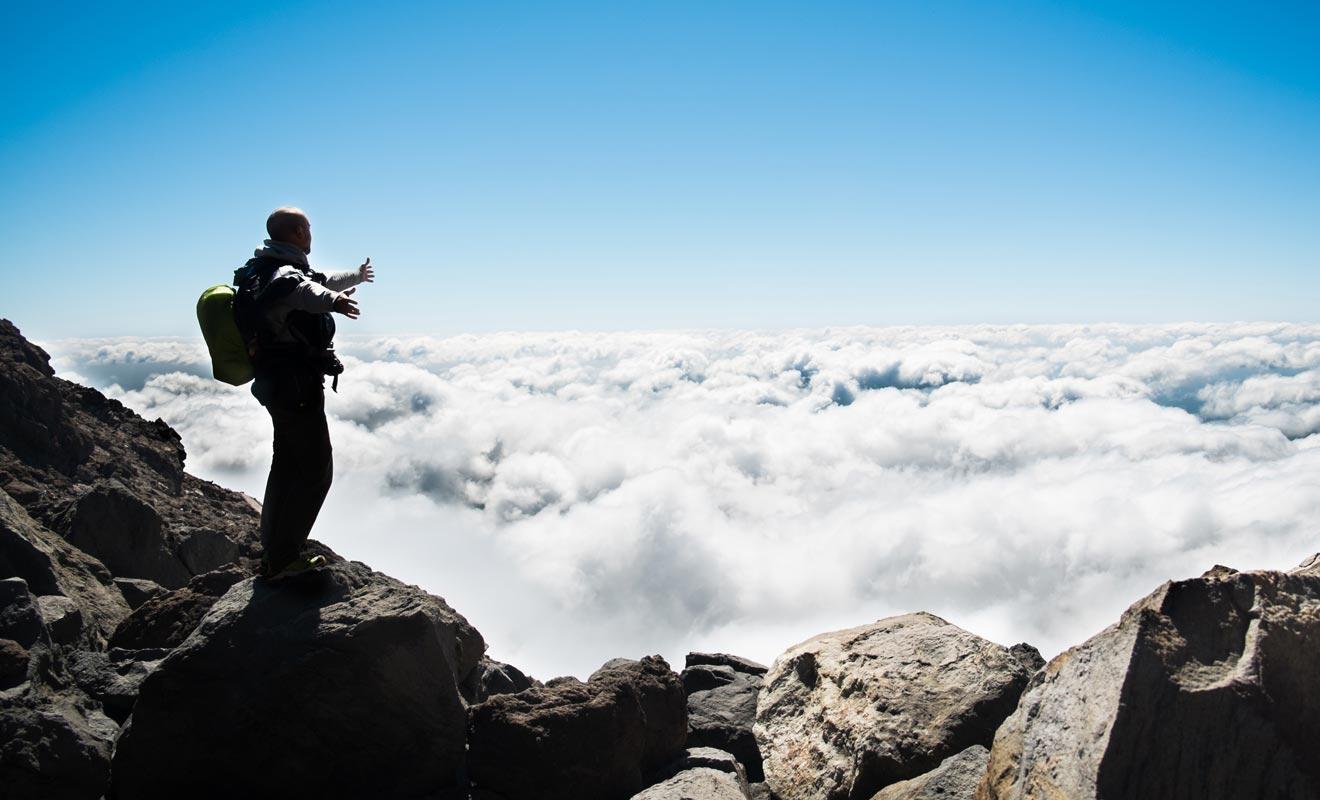 La condition sine qua non pour réussir l'ascension du Taranaki est de ne pas souffrir du vertige. La partie finale de la randonnée se déroule sur un sol de sable et de gravier glissant qui peut vite épuiser aussi bien que décourager le randonneur non averti. Le froid qui règne au sommet peut jouer des tours, alors partez bien équipé !