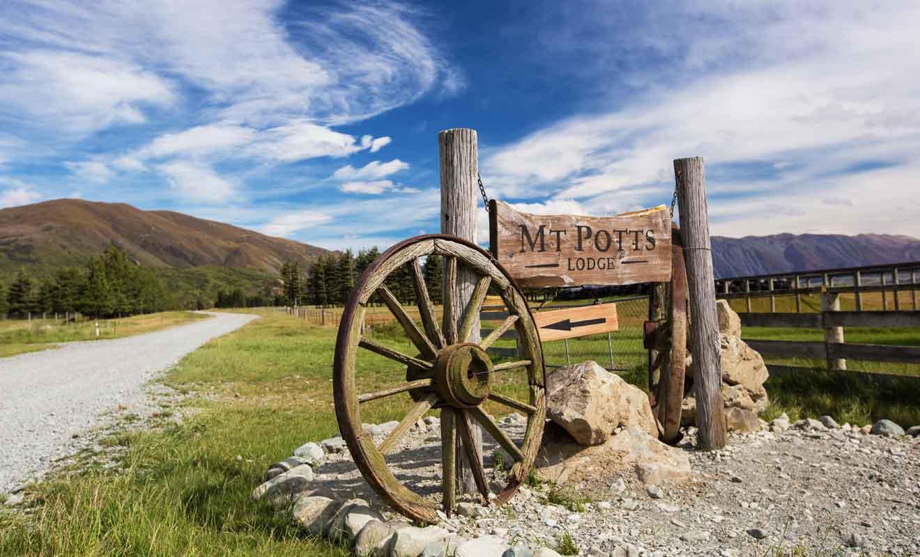 Mt Potts Lodge propose aussi bien des chambres que des terrains de camping.