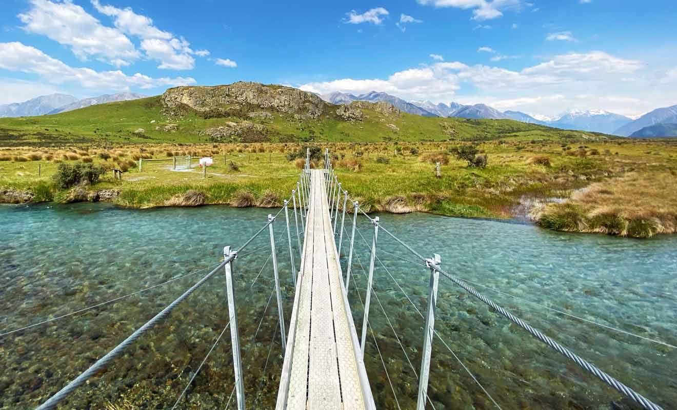 Il fallait autrefois traverser cette rivière à pied avant la construction du pont.