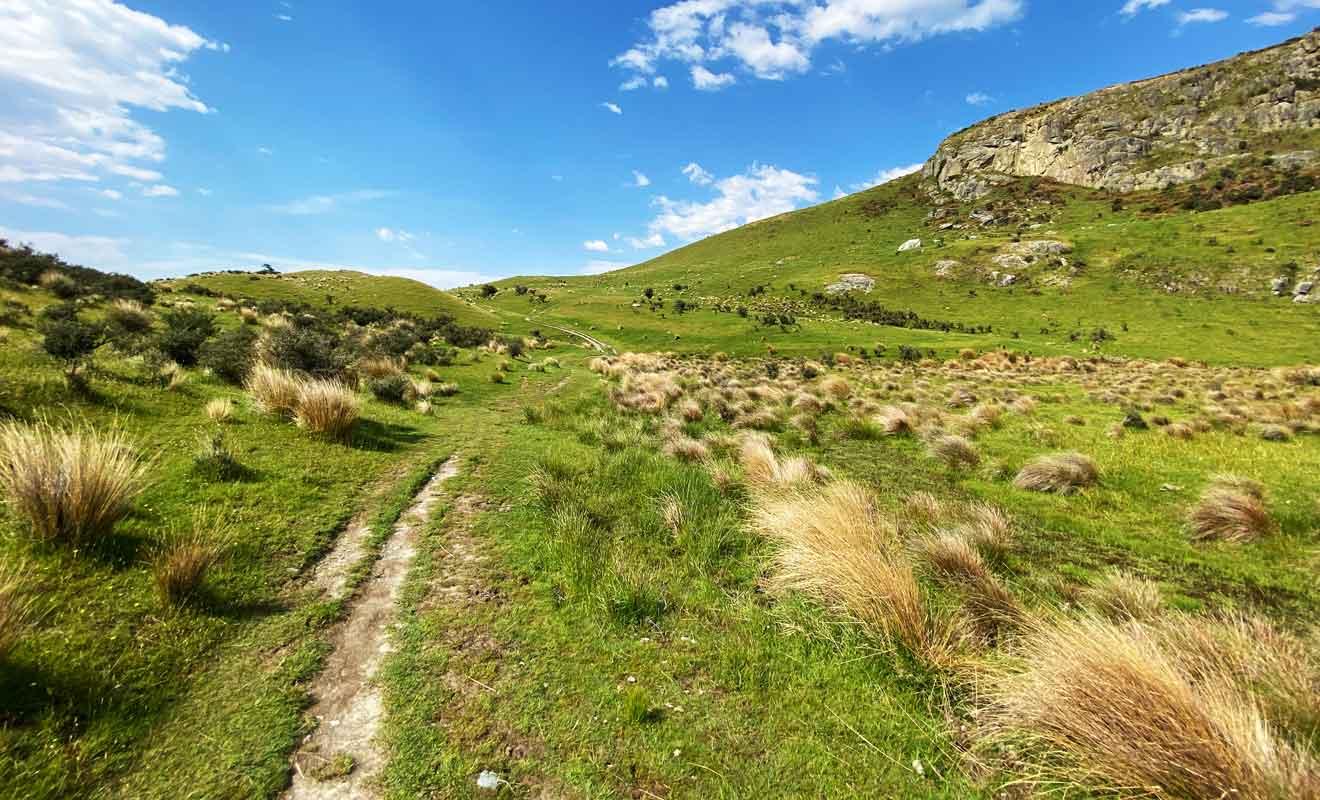Ne vous laissez pas impressionner par la taille des rochers, car la montée jusqu'au sommet est très facile.