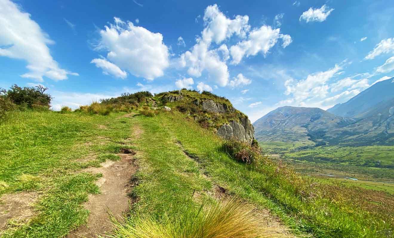 Il faut atteindre le sommet pour apprécier le paysage dans son ensemble.