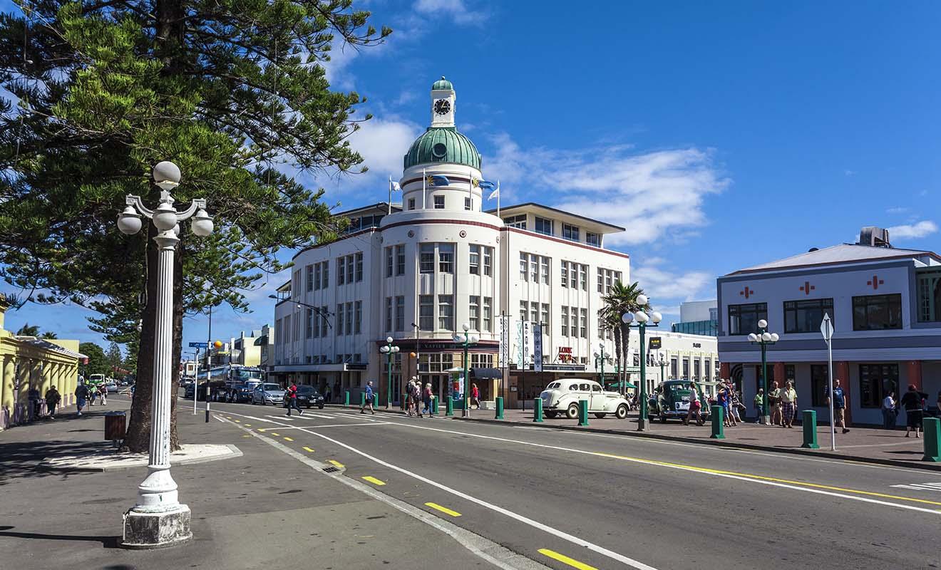 Détruite entièrement par un violent séisme en 1931, la ville de Napier sera rebâtie dans le style art deco en vogue à l'époque et qui fait tout son charme aujourd'hui.