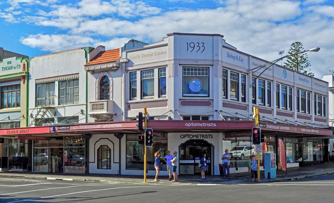 La ville possède de nombreux édifices qui datent de 1933.