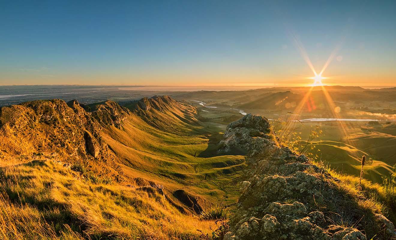 Le relief de la région montre à quel point la Nouvelle-Zélande est un pays jeune, sculpté par de nombreux séismes chaque année.