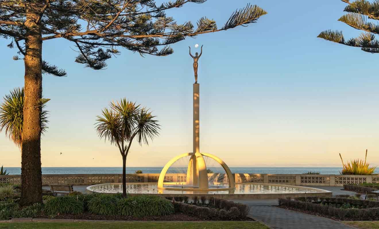 Spirit of Napier ne marque pas la fin de Marine Parade, mais il s'agit de la dernière oeuvre marquante sur la promenade.