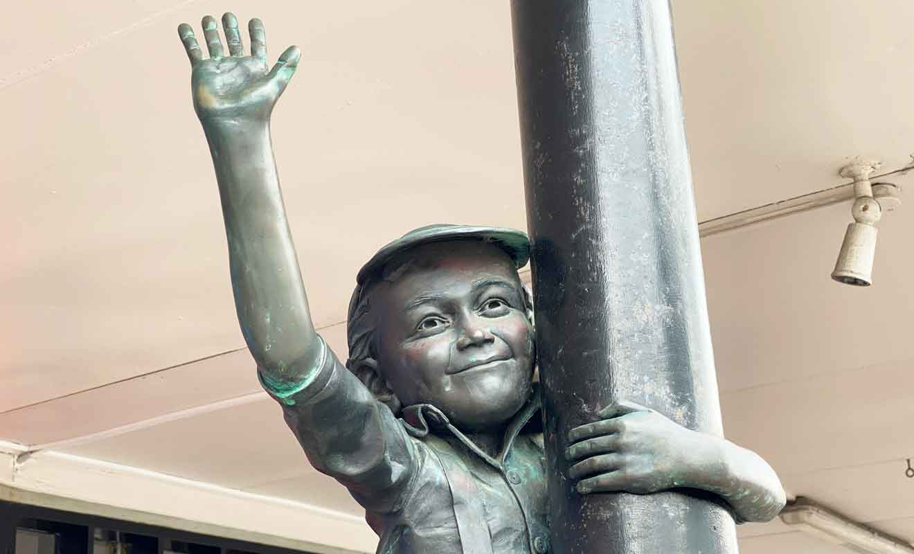 Mark White a créé une seconde statue sur Emerson Street.