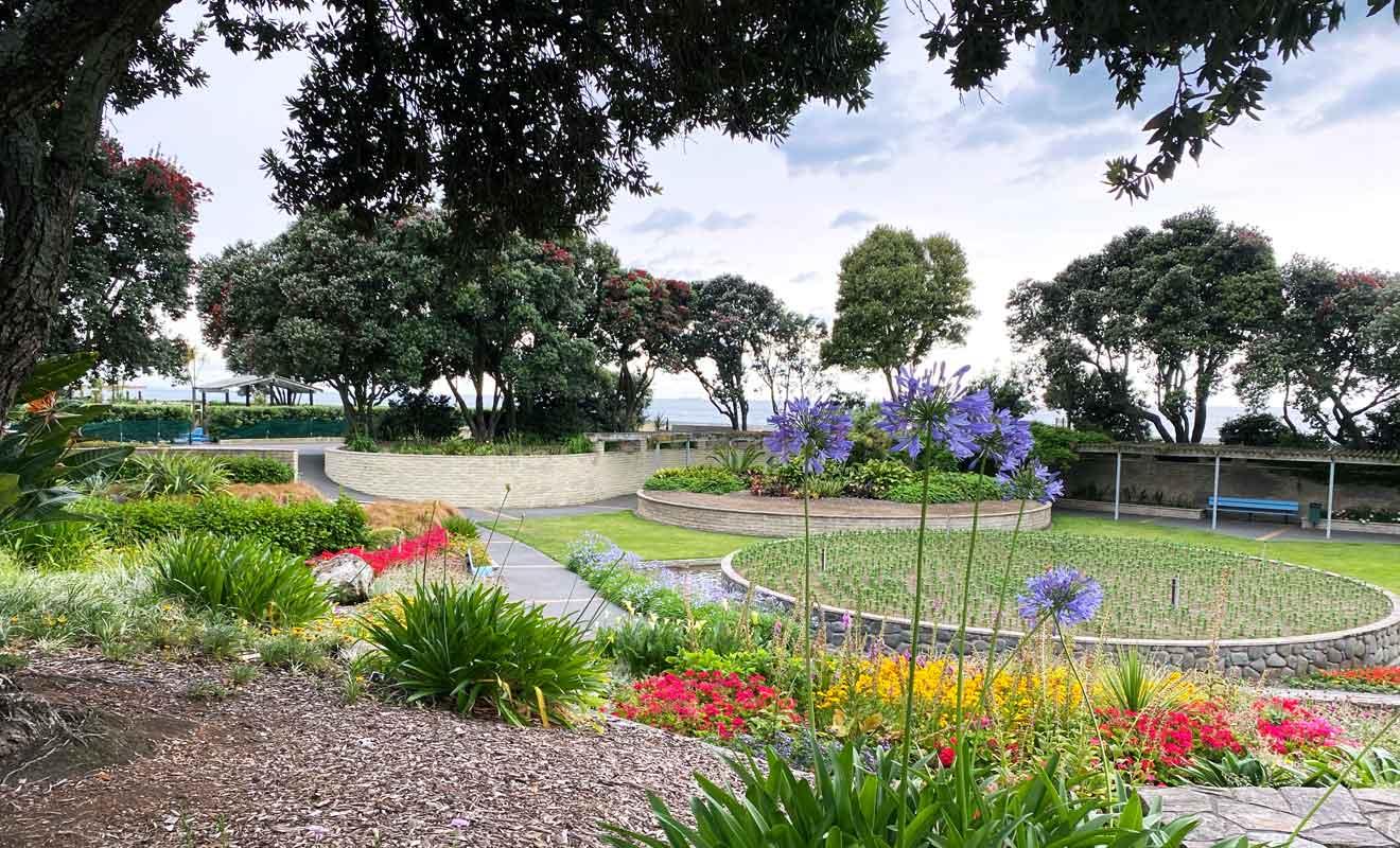 Le Sunken Garden et ses parterres de fleurs arrondis.