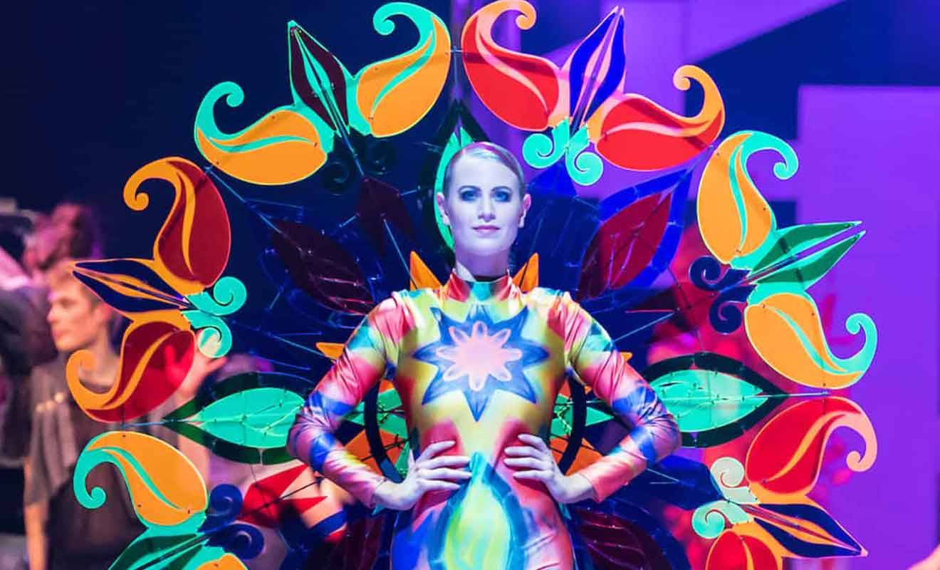 Les vêtements conçus par les meilleurs stylistes de 40 pays sont exceptionnels.
