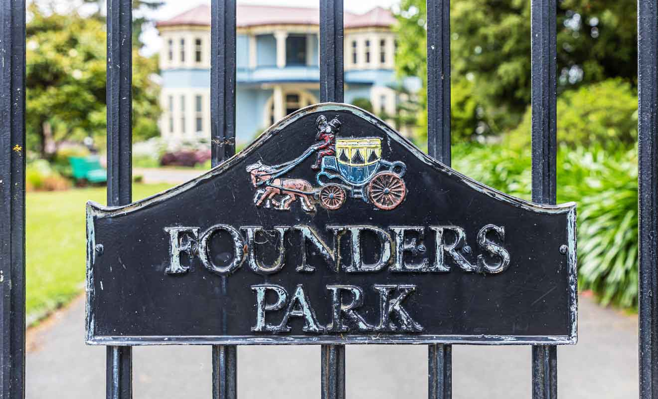 Avec une ouverture tardive en matinée, et une fermeture en milieu d'après-midi, le parc se prive d'une bonne partie de la clientèle qui randonne à Abel Tasman en journée.