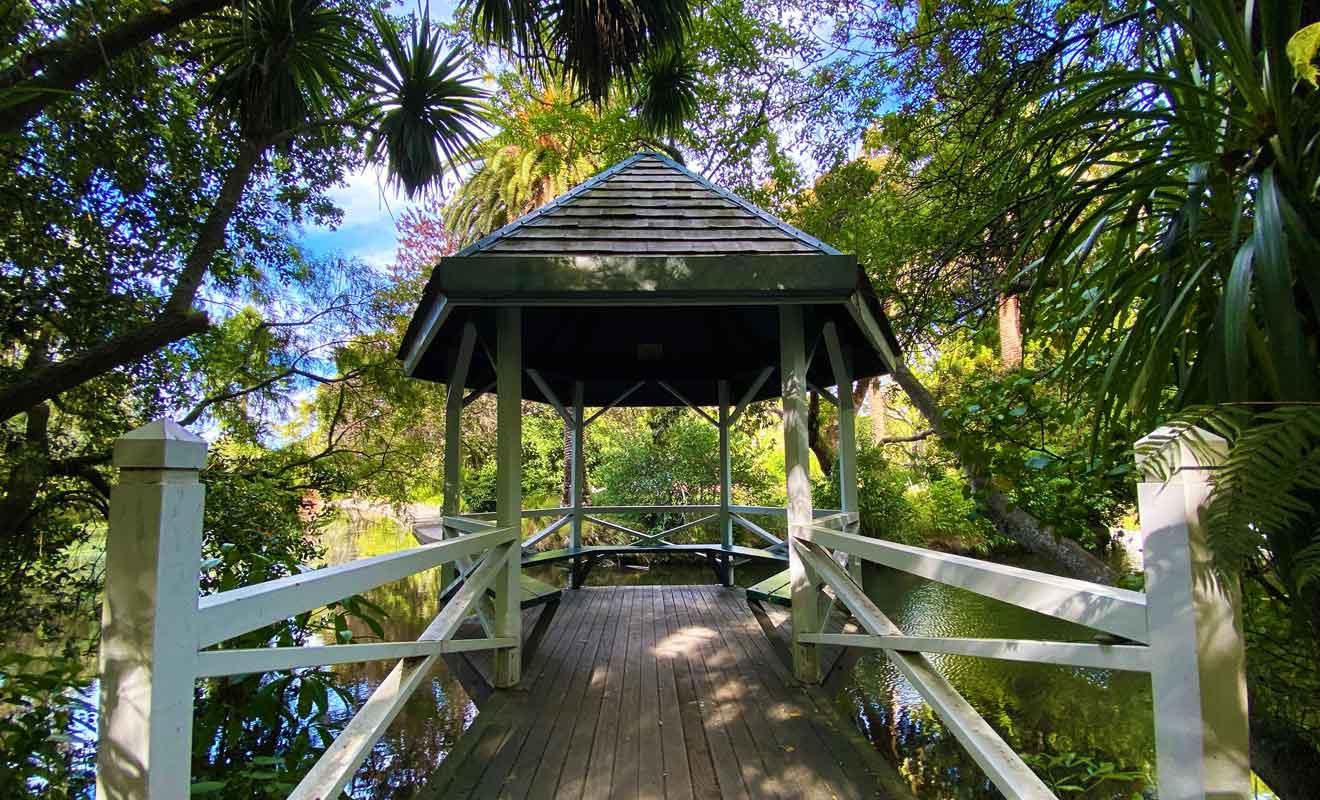 Le parc possède plusieurs ponts et kiosques qui font le bonheur des visiteurs depuis plus d'un siècle.