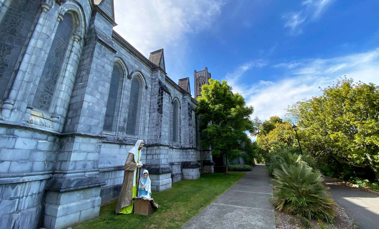 Ne passez pas à côté du jardin de la cathédrale, car il mérite une visite.