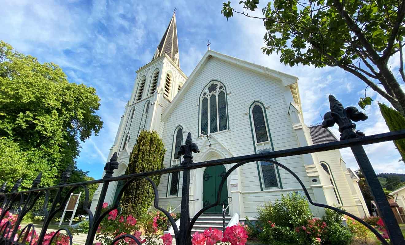 Même si elle ne célèbre plus d'offices depuis quelques années, Trinity Church se viste encore.