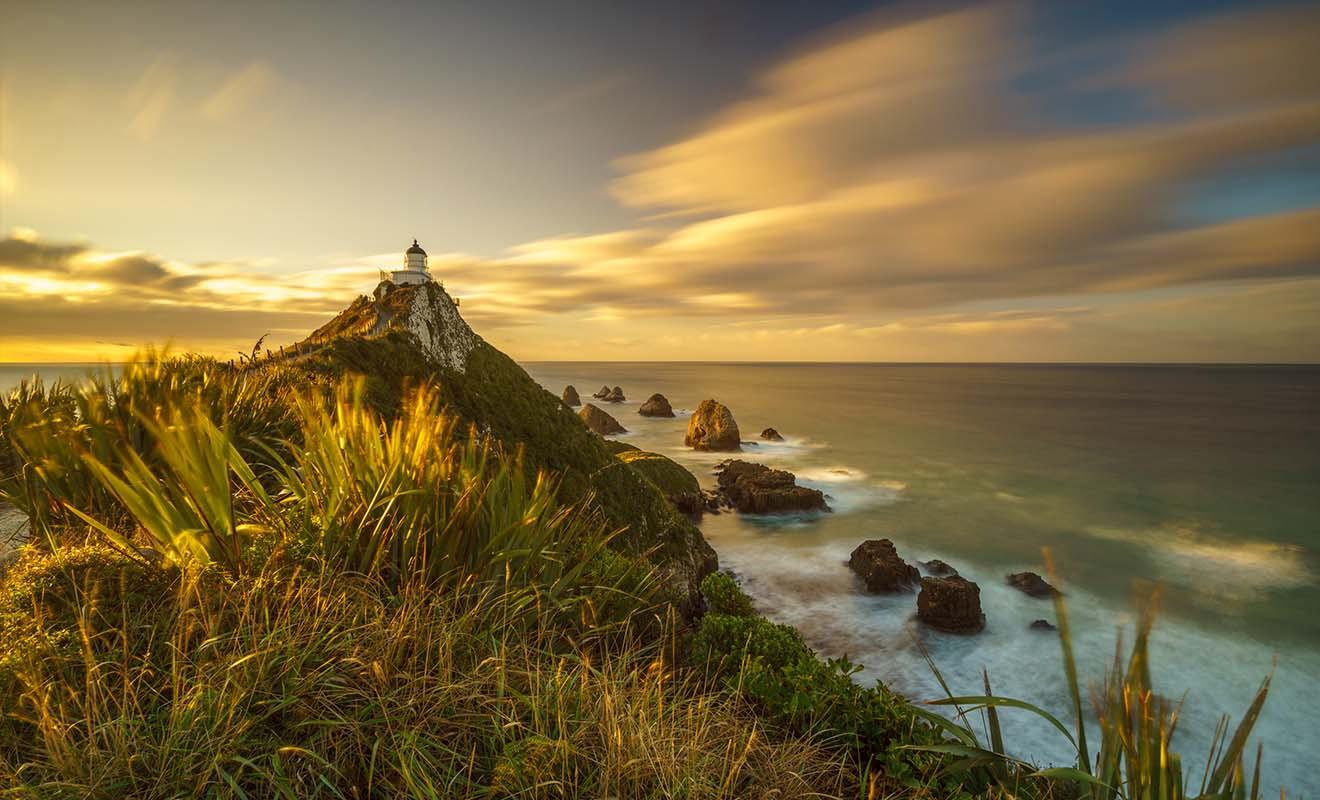 Nugget point porte bien son nom, avec des rochers qui encerclent un phare très photogénique.