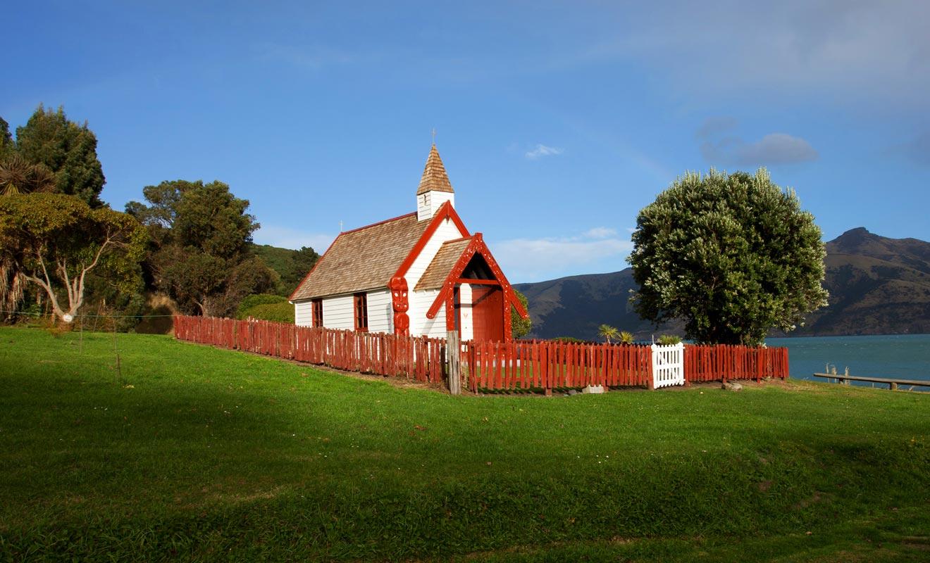 Ne vous y trompez pas, il s'agit bel et bien d'une Église catholique. Elle est cependant décorée de motifs maoris.