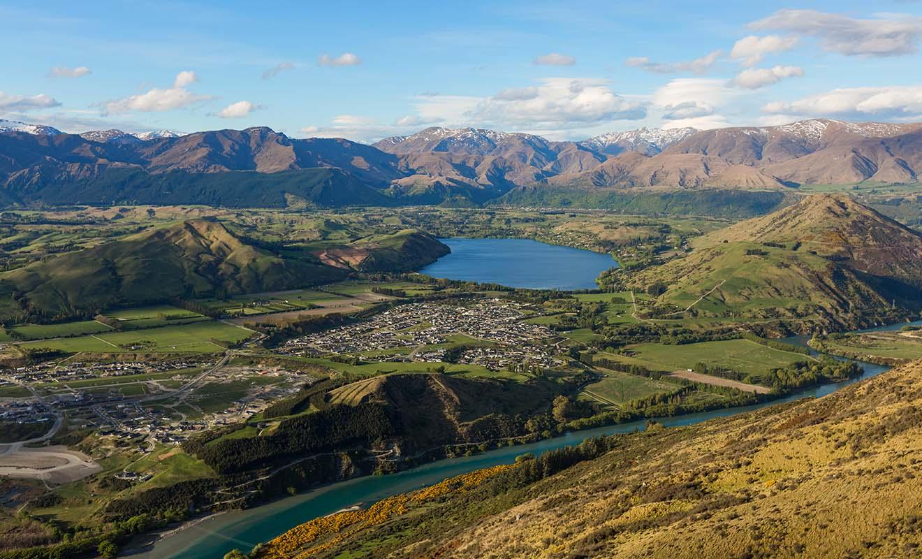 La Nouvelle-Zélande offre une variété de paysages très contrastés. Il n'est pas rare que l'environnement change du tout au tout à quelques kilomètres de distance.