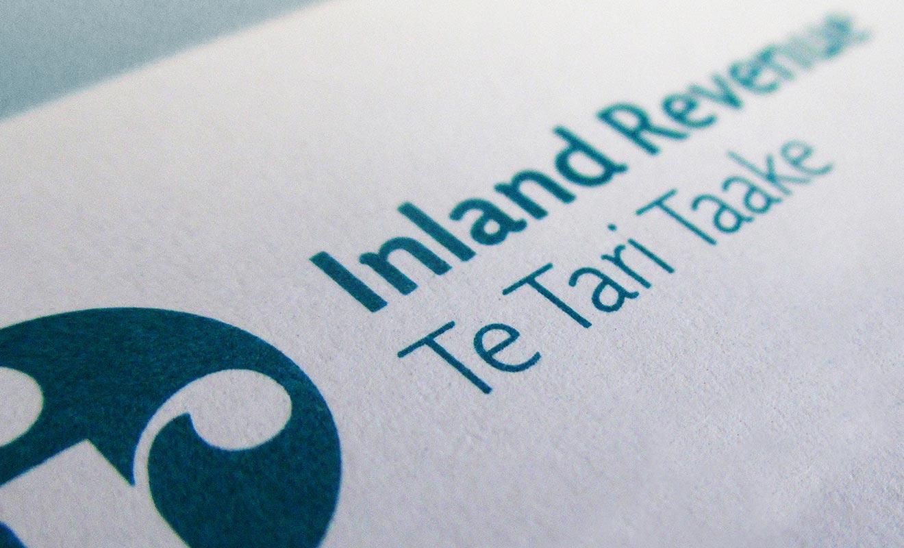 Le numéro IRD est accepté comme justificatif à l'ouverture d'un compte courant. Ce qui permet souvent de remplacer le justificatif de domicile que les nouveaux arrivant en Programme Vacances Travail ne possèdent pas.