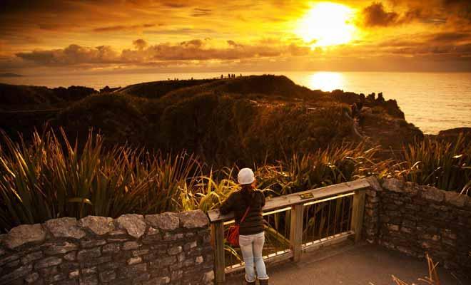 Si vous décidez de passer la nuit sur place (les lodges sont excellents), vous pourrez admirer le coucher de soleil sur les falaises.
