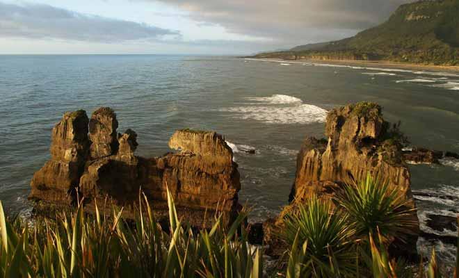 Les raisons ne manquent pas de visiter la West Coast, à commencer par les célèbres Pancake Rocks.