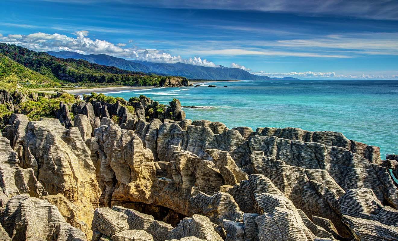 Les Pancake Rocks sont des empilements de sédiments et chaque couche marque une période d'une centaine de milliers d'années.