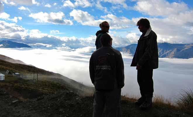Si le temps se couvre et que les nuages masquent le paysage, la sortie en parapente sera annulée ou reportée à une date ultérieure. Bien entendu, dans ce cas de force majeure, vous serez intégralement remboursé par l'organisateur.