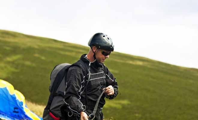 Les principales villes qui proposent du parapente sont dans l'ordre Queenstown, Wanaka et Nelson. Les points de sauts sont installés au sommet de montagnes ou sur des falaises qui surplombent l'océan.