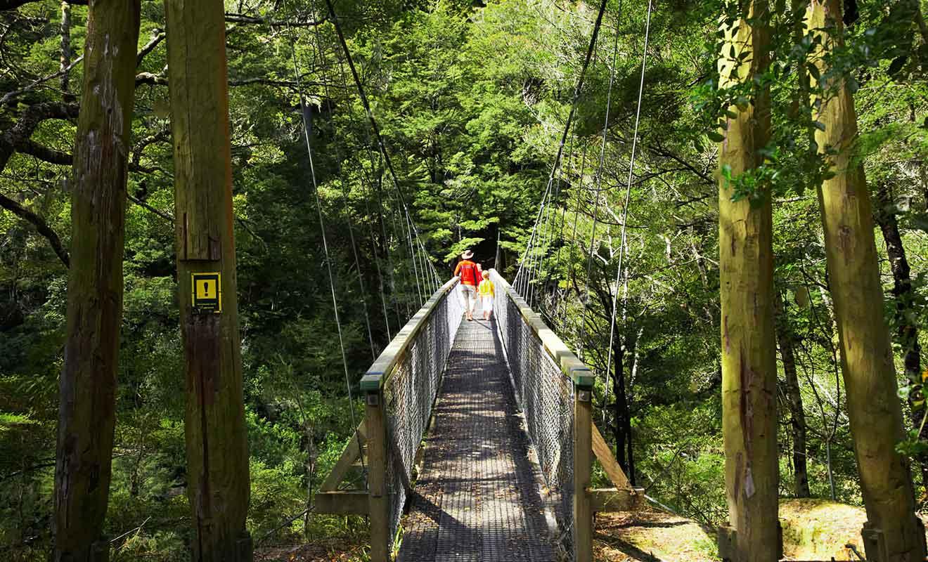 La randonnée avec le pont suspendu ne fait pas partie des lieux de tournage du Hobbit.