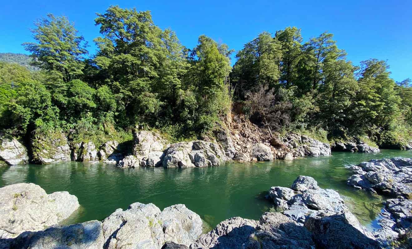 Vous pouvez descendre sur les rochers pout vous approcher de la rivière.