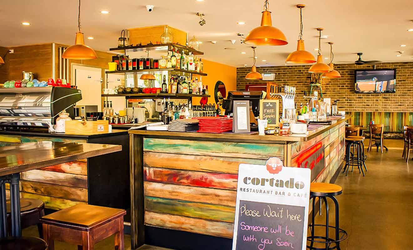 Le Cafe Cortado propose une cuisine d'inspiration sud-américaine.