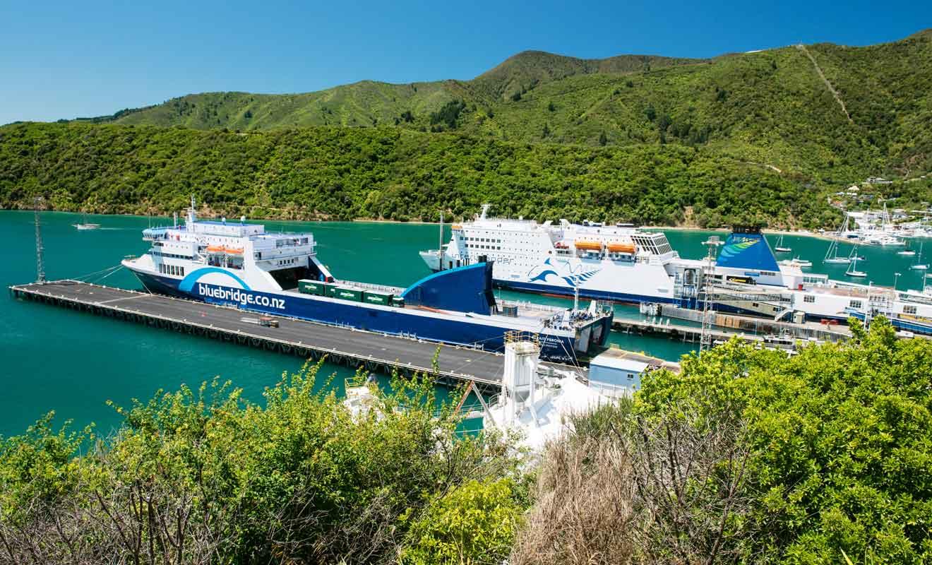 Interislander et Bluebridge se partagent le marché des traversées en ferry entre les deux grandes îles de Nouvelle-Zélande.