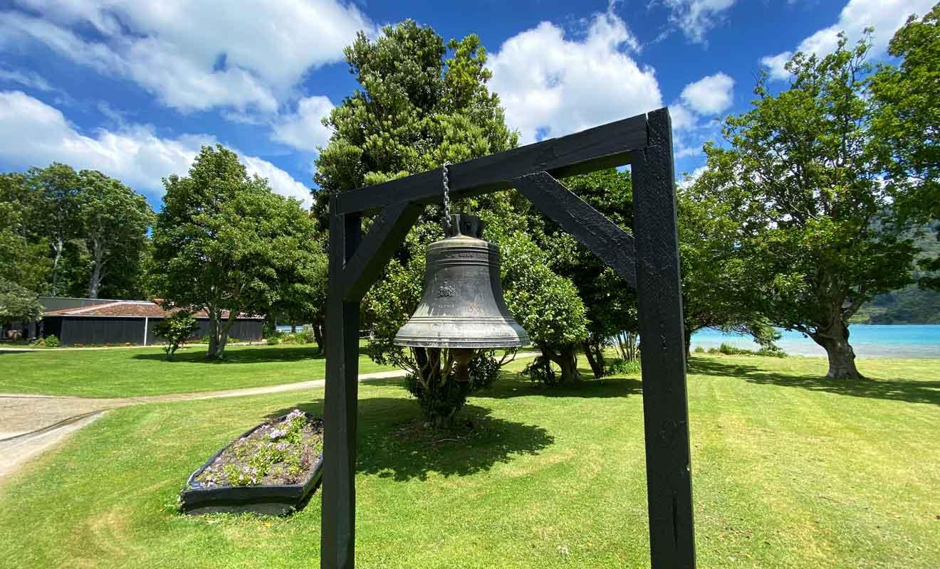 Profitez du parc de Furneaux Lodge pour vous reposer en attendant le bateau du retour pour Picton.