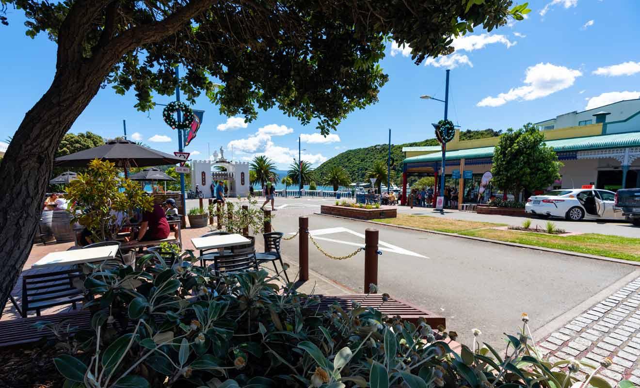 Picton ne possède qu'une artère principale, le reste du village étant composé de quartiers résidentiels.