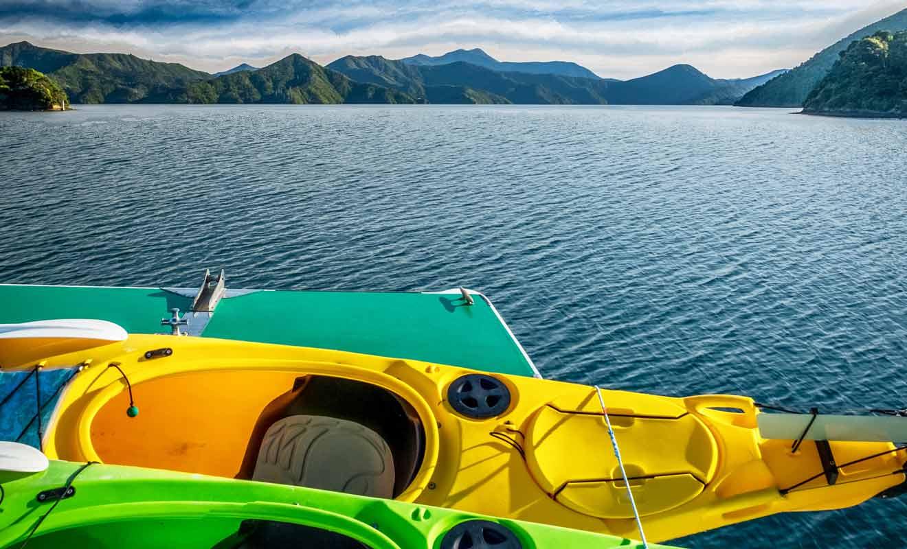 Le compartiment étanche permet de conserver des vêtements et des provisions au sec durant la sortie en mer.