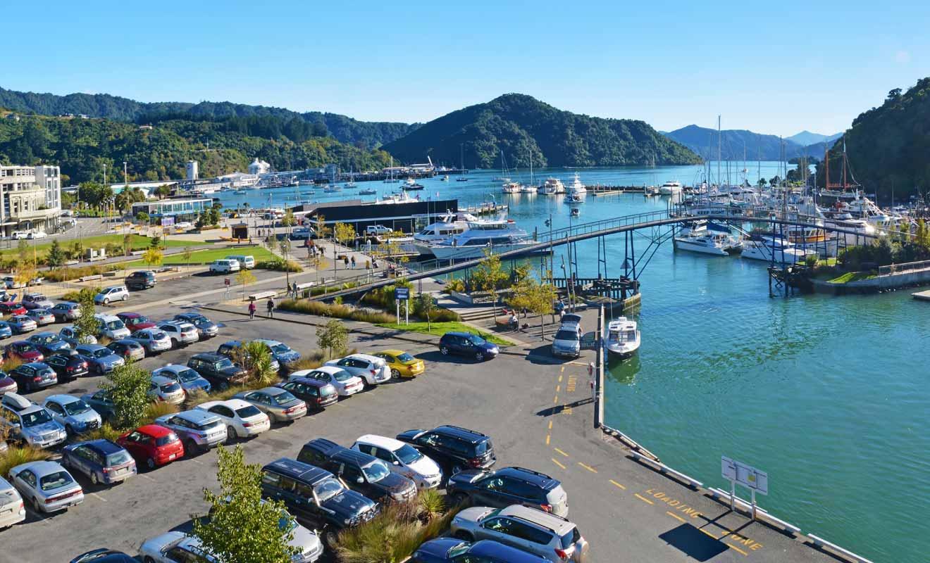 Le parking ne coûte que 5 dollars à la journée et il se trouve à deux pas de l'embarcadère de Cougar Line.