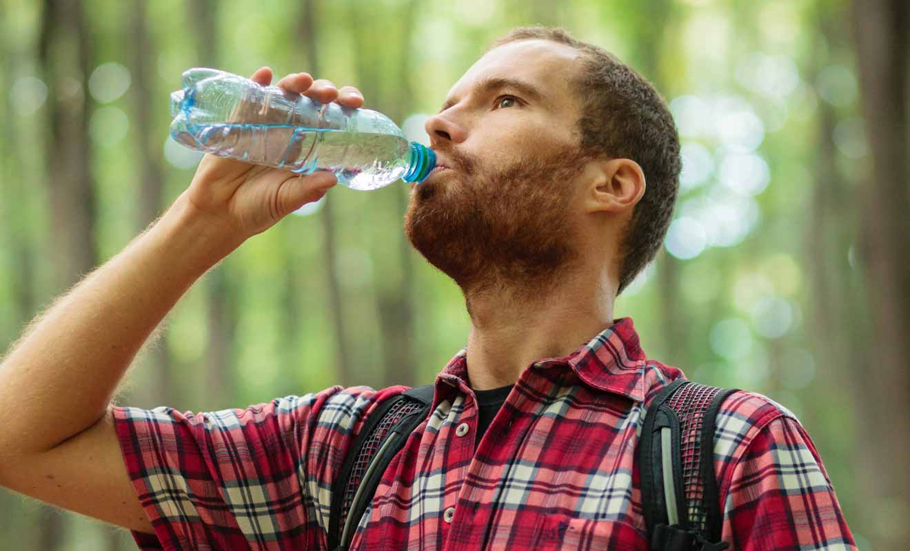 Votre sac à dos sera peut-être un peu lourd en début de journée, mais il s'allégera à chaque fois que vous boirez de l'eau.