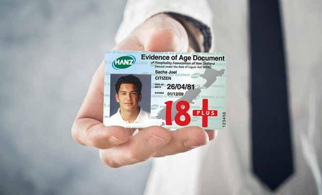 Même les étrangers peuvent demander une Hanz Card. Cette pièce d'identité est souvent réclamée par les tenanciers de bars ou dans les supermarchés qui vendent de l'alcool.