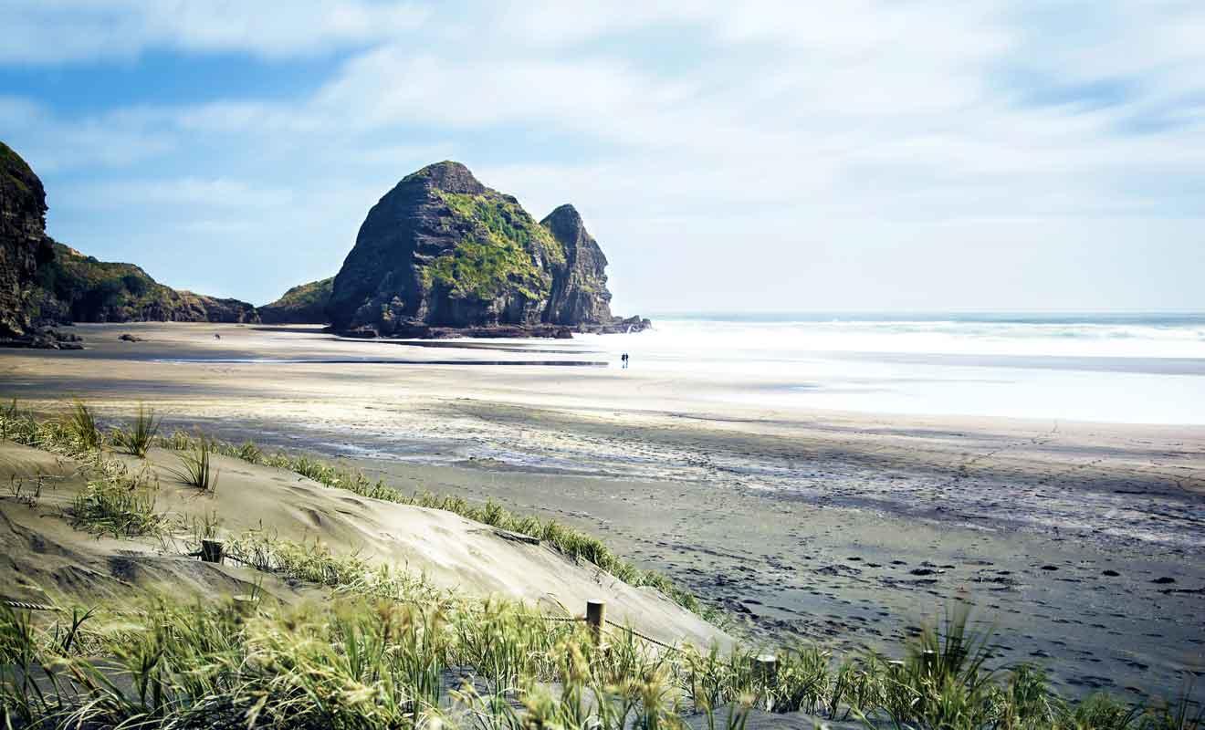 La plage est le plus souvent déserte en basse saison touristique.