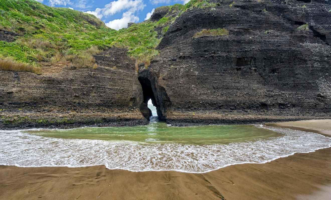 Le lagon permet de se baigner à l'abri des vagues de la plage.
