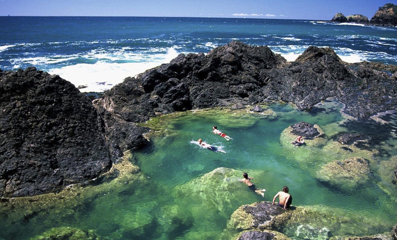 La baignade est possible dans certaines sources thermales, à condition que la température reste agréable. L'eau est parfois si chaude qu'on ne peut y mettre le pied.