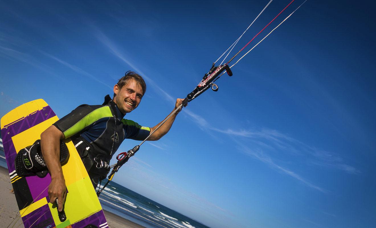 Les conditions sont optimales pour faire du kitesurf en Nouvelle-Zélande sur les plages ou sur les lacs. Si vous débutez, il faudra toutefois prendre des leçons avec un moniteur.