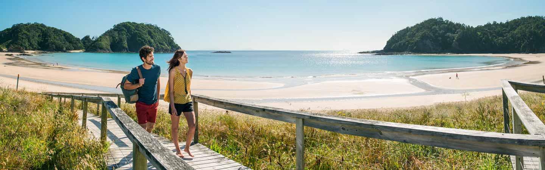 Découvrez les plus belles plages de Nouvelle-Zélande pour se reposer ou s'amuser.