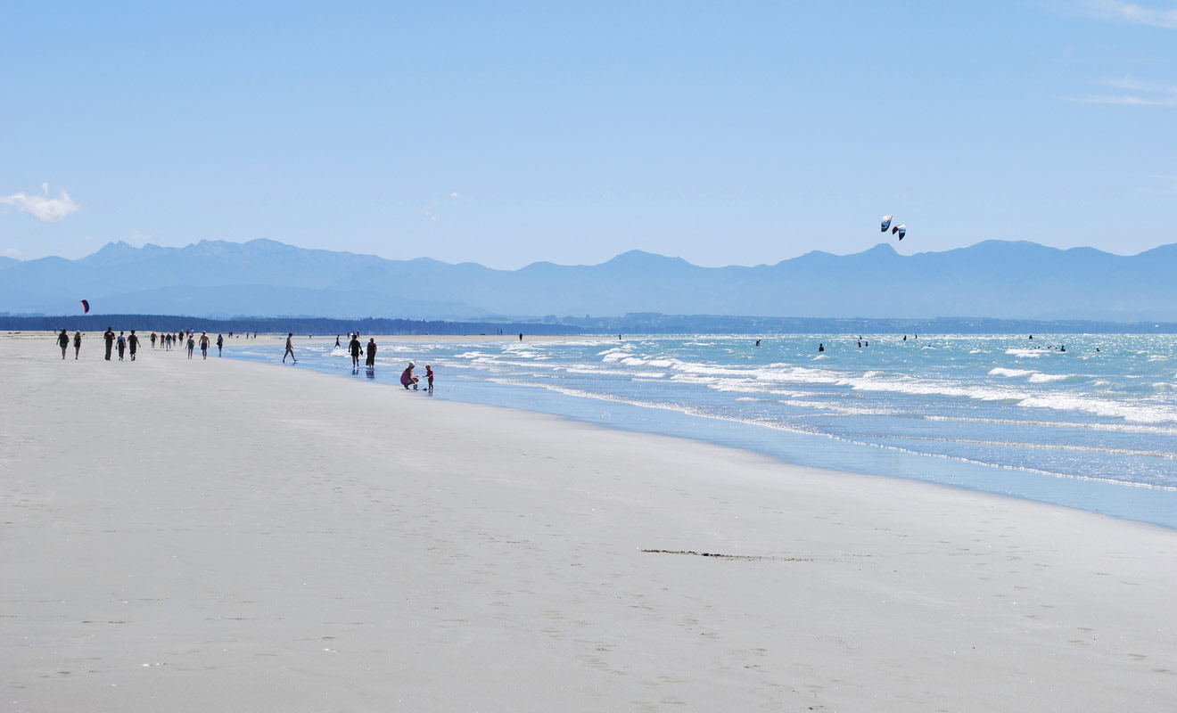 Imaginez un pays avec des milliers de kilomètres de plages de toutes les couleurs (blanc, noir, jaune, orangé...) pour la plupart désertes, que vous pourrez explorer librement.