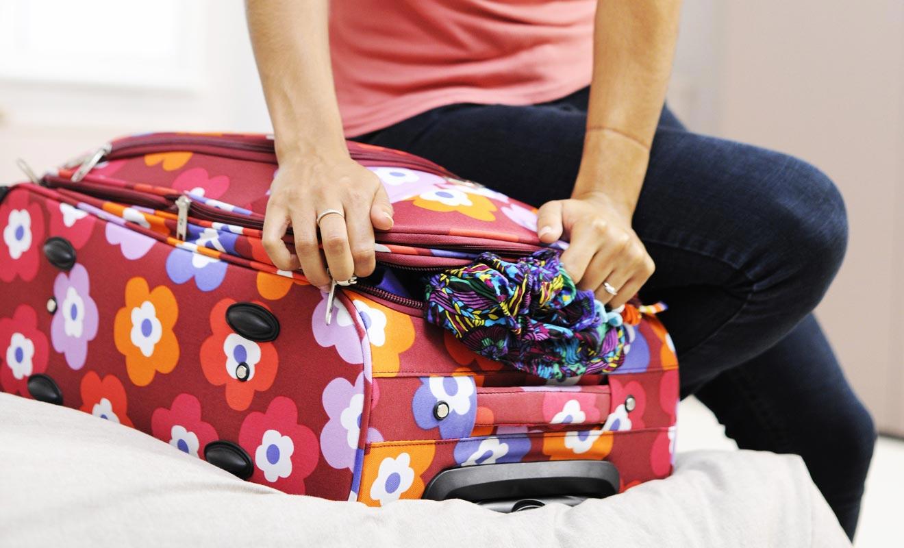 Mieux vaut éviter de se bousculer et faire sa valise plusieurs jours à l'avance. Cela permet de régler des achats de dernière minute.