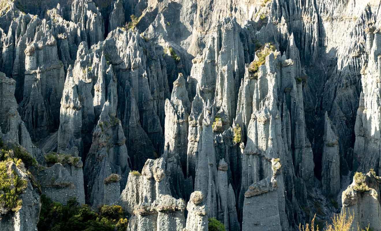L'ascension dans les collines est assez fatigante, mais elle offre une vue dégagée sur la vallée.