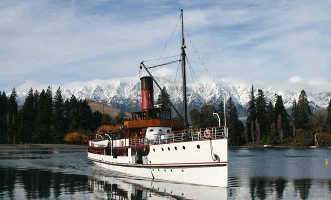 Le TSS Earnslaw est un navire à charbon centenaire toujours en activité. On peut l'apercevoir dans Indiana Jones et le royaume du crâne de cristal.