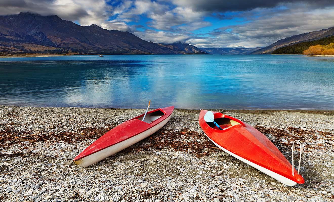 Le kayak est très populaire dans un pays qui possède des centaines de lacs et 3500 km de plages.