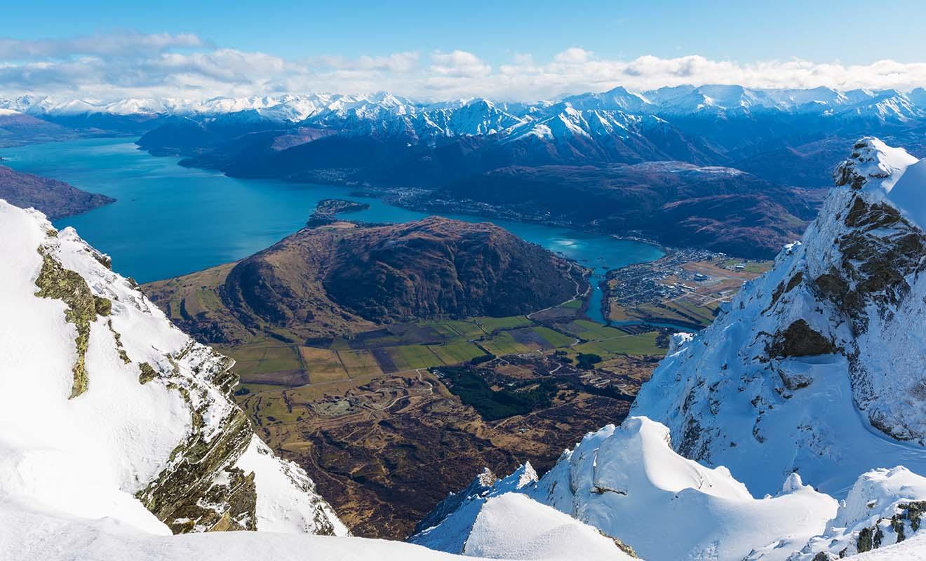 Skier en Nouvelle-Zélande est une expérience à part entière, et certaines stations se trouvent même sur les flancs de volcans en activité.